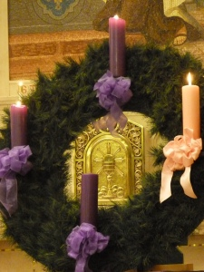 Keep Christ as the Center of Christmas!  © SalveMaterDei.com, 2011.  EA photographer