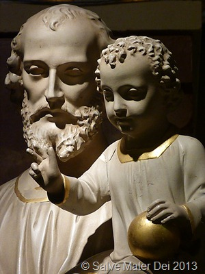 May the Newborn Christ touch your heart and mind and soul with His tiny Hands © SalveMaterDei.com, 2013.